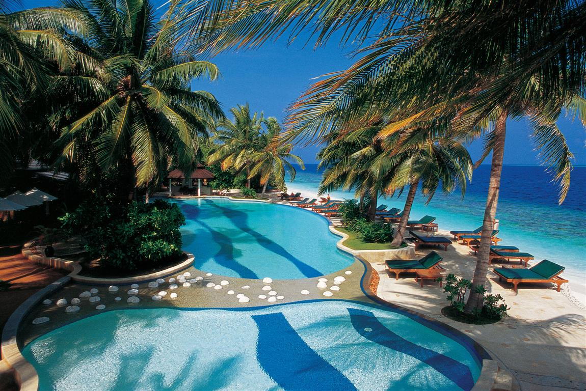 Royal Island Resort And Spa Hotel 5* – 1189 Euro/Person